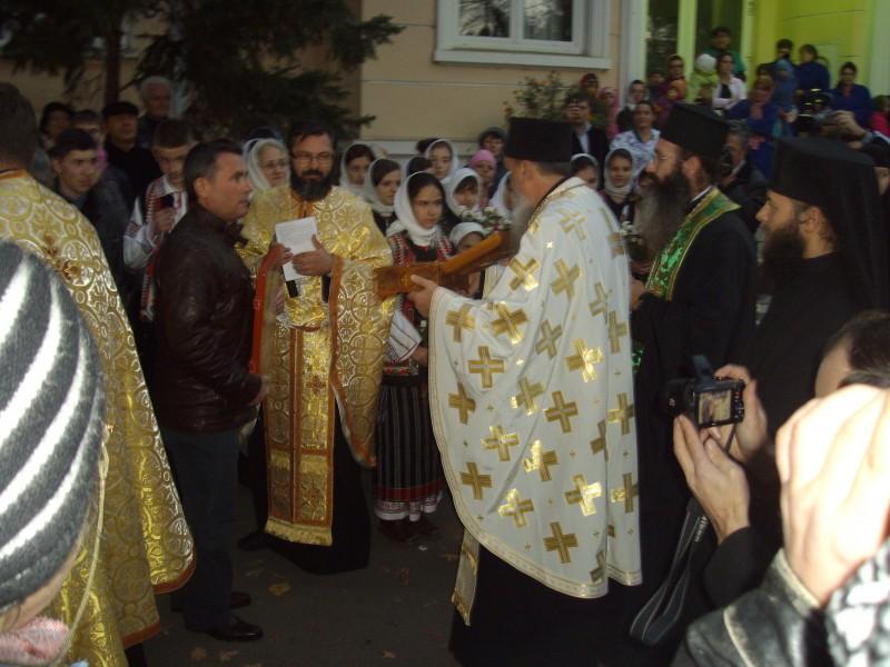 Moastele Sfantului Ierarh Nectarie la Botosani!