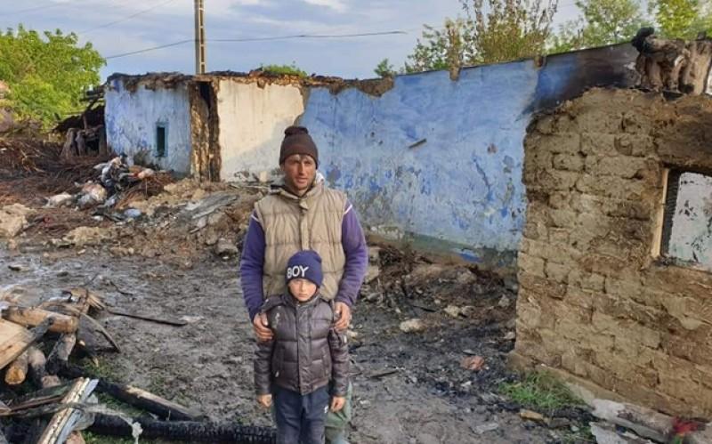 Mobilizare în masă a botoșănenilor pentru o familie din județul Botoșani. Casa acesteia a fost mistuită de un incendiu