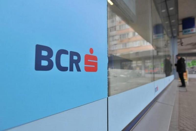 Modernizare: BCR începe să renunţe la casieri