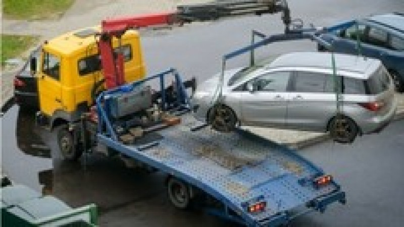 Modificare Codul rutier: Șoferii care parchează pe trotuar ar putea rămâne fără mașini