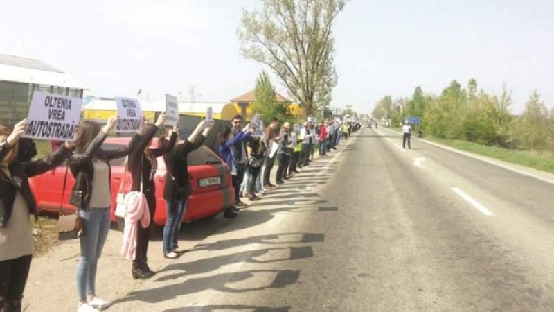 Moldova s-a trezit! Lant uman pentru sustinerea proiectului autostrazii Ungheni-Iasi-Targu Mures