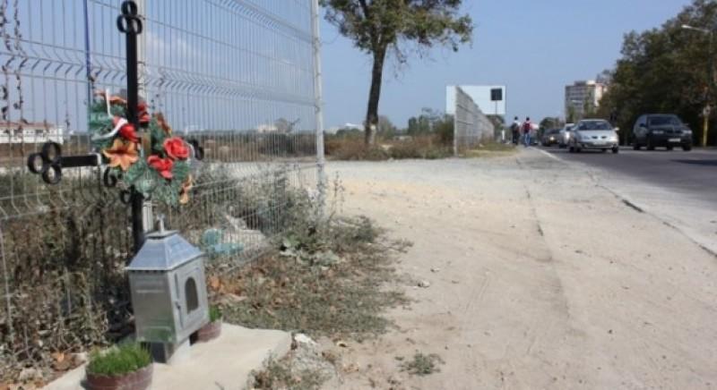 Moldovenii au găsit cauza accidentelor rutiere: Crucile și monumentele funerare de pe marginea drumurilor!