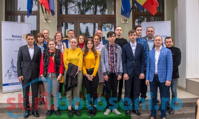 """Momente emoționante: ŞAPTE liceeni primesc Bursa """"Profesor Doctor Constantin Manolache"""", acordată anual de Clubul Rotary din Botoșani. Foto/Video"""