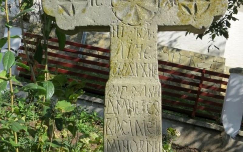 Mormântul lui Vasile Eminovici, bunicul lui Eminescu, descoperit de o echipă de specialişti şi oameni de cultură de la Botoșani