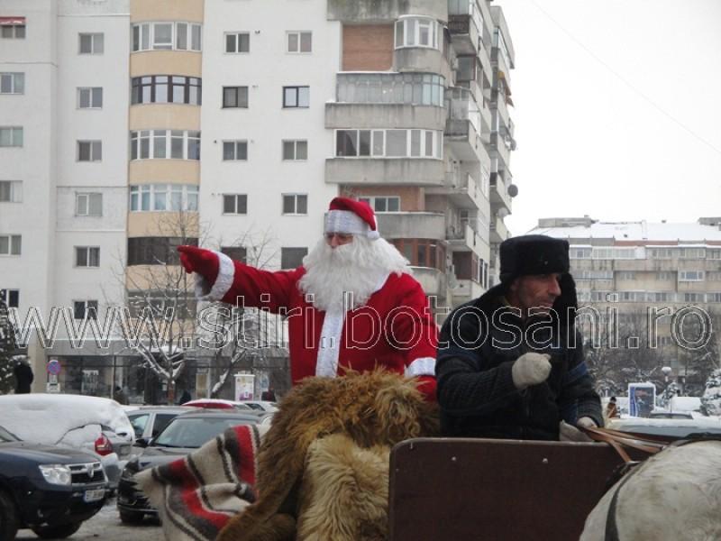 Moș Crăciun aduce daruri copiilor din Botoșani, la patinoar