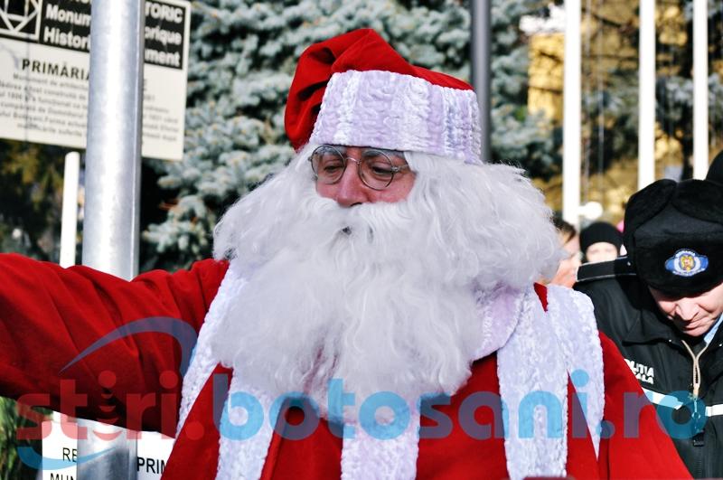 Moș Crăciun ajunge la patinoar pentru a împărți daruri