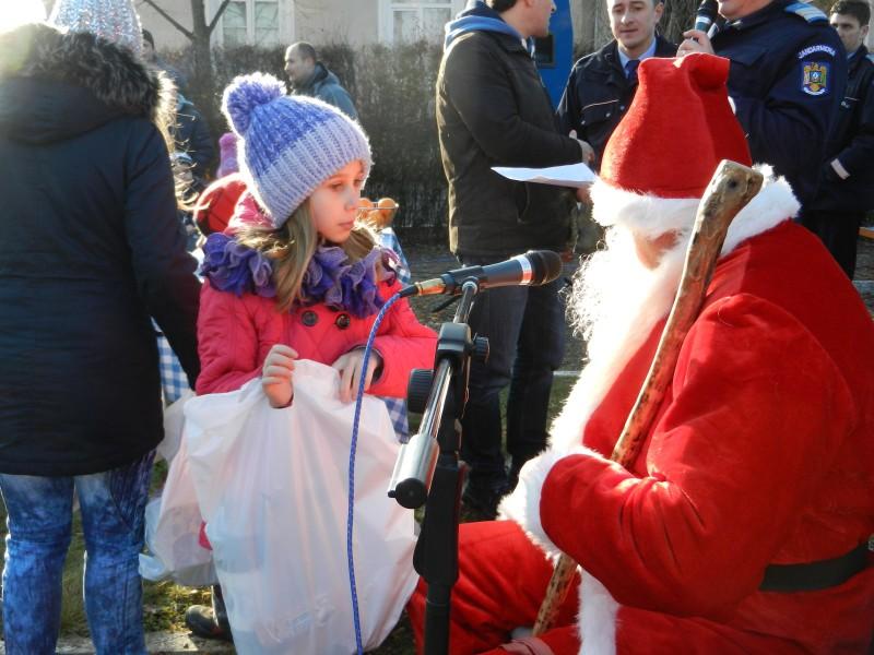 Moș Crăciun în vizită la Jandarmeria Botoșani - FOTO