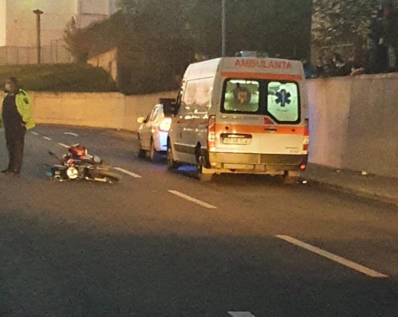 Motociclist de 17 ani la spital, din cauza unui șofer neatent