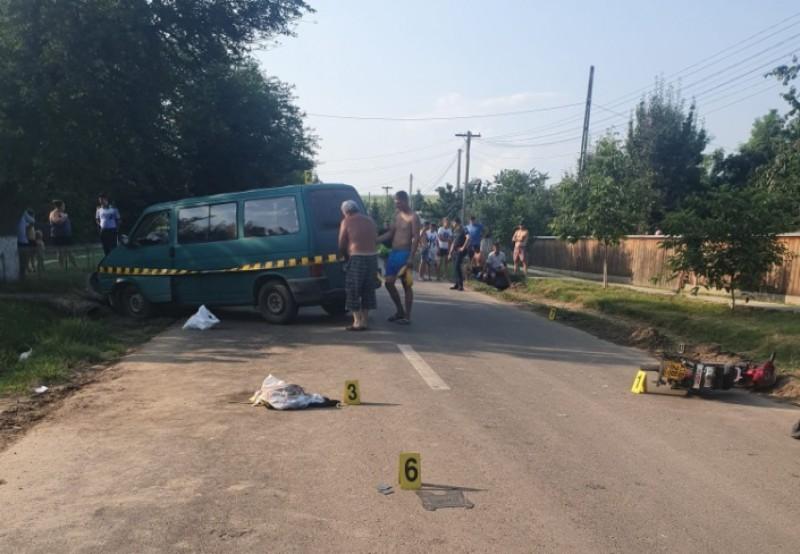 Motociclist fără permis rănit grav într-un accident rutier. Alte două persoane au fost transportate la spital