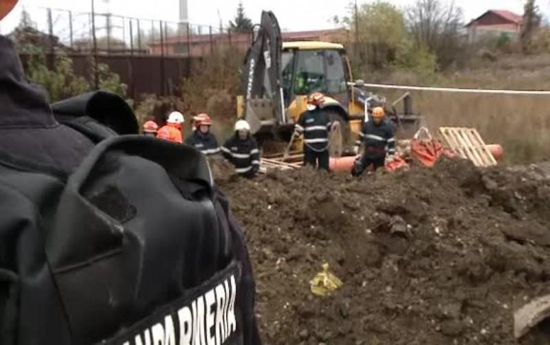 Muncitor rămas captiv între un utilaj și remorca acestuia, în timpul unor lucrări. Poliția a demarat o anchetă