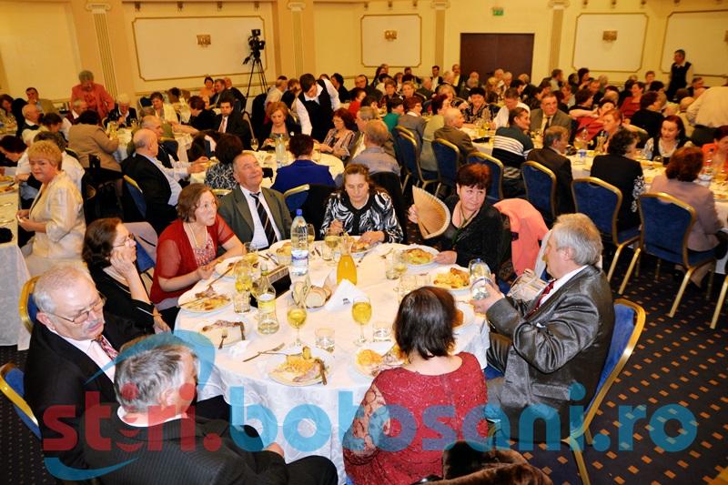 Municipalitatea organizează Revelionul pensionarilor. Vezi pentru câte persoane!