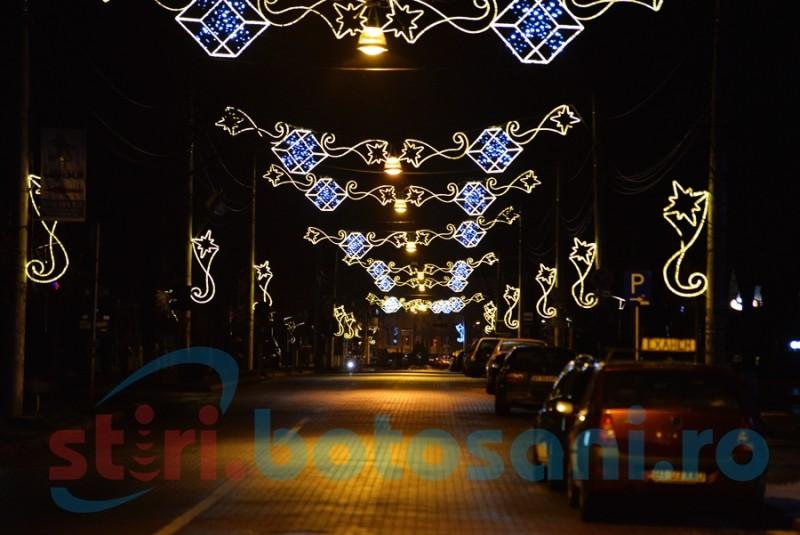 Municipiul Botoșani s-a îmbrăcat de sărbătoare. A fost aprins iluminatul festiv - FOTO