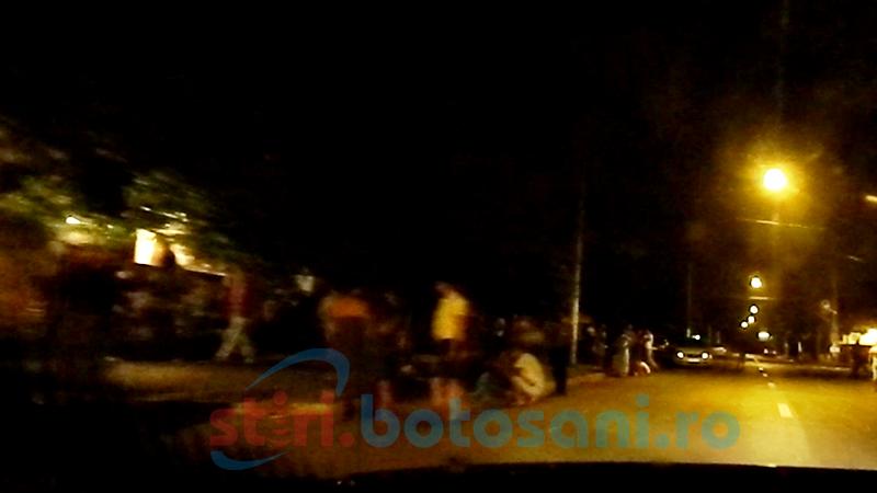 Muzică și grătare în toiul nopții, pe o stradă din Botoșani! FOTO, VIDEO