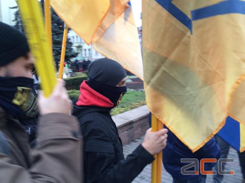 Naționaliștii ucraineni continuă să-și bată joc de românii din Cernăuți (VIDEO)