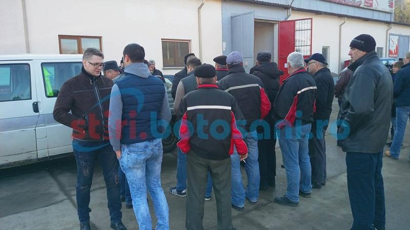 Nemulţumirea dă în clocot! Aproape o sută de salariaţi Nova Apaserv în protest spontan! FOTO, VIDEO