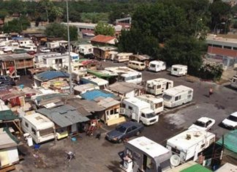 Ni-i trimite acasă: Primărița Romei le dă bani romilor să se întoarcă în România. Primii 14 sunt gata de plecare! VIDEO
