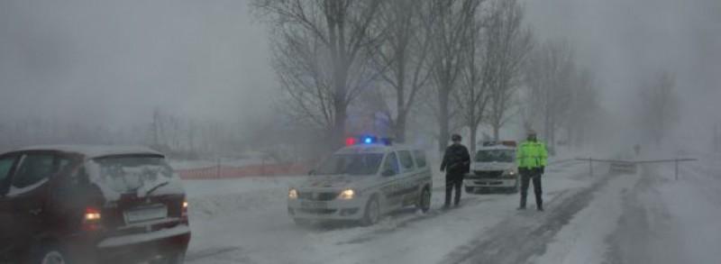 Ninsoarea de weekend a dat bătăi de cap șoferilor botoșăneni: Nervi în trafic, mașini avariate, victime transportate la spital!