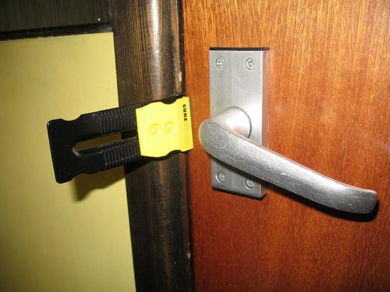 Noua metodă folosită de hoții care sparg locuințe!