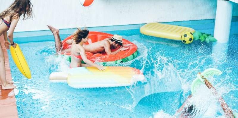 Nu ignora! Iată ce boli pot fi luate de la piscină!