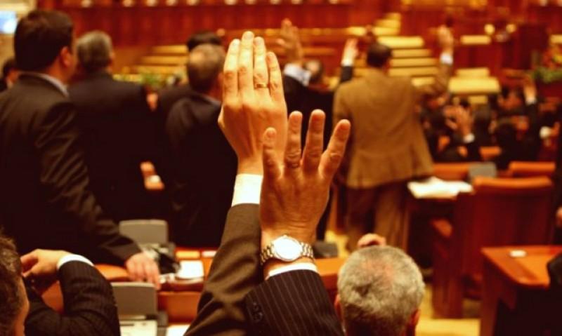 Nu se lasă. Deputaţii reiau discuțiile pentru eliminarea pensiilor speciale