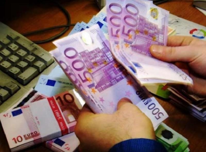 Nu vă lăsați păcăliți de escroci! O botoșăneancă dă în vileag metoda folosită chiar în casele de schimb valutar!
