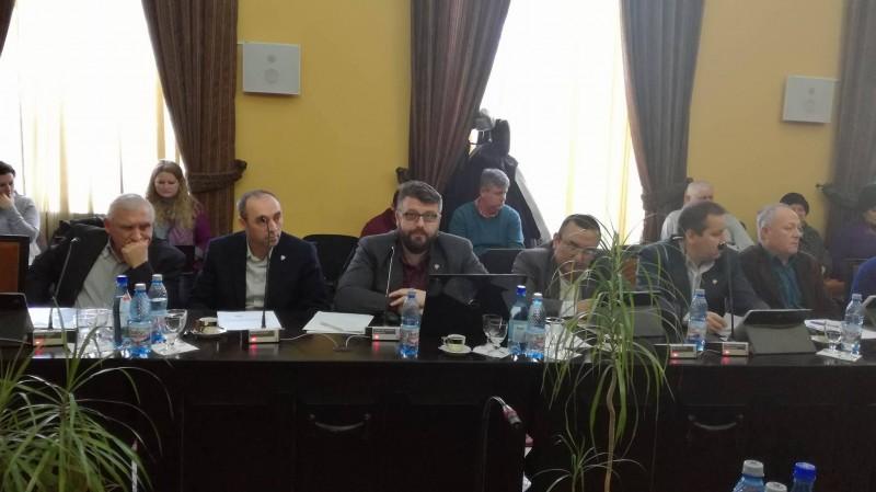 """""""Numărul spectatorilor de la Filarmonică este egal cu cel al instrumentiştilor"""", spune un ales municipal"""