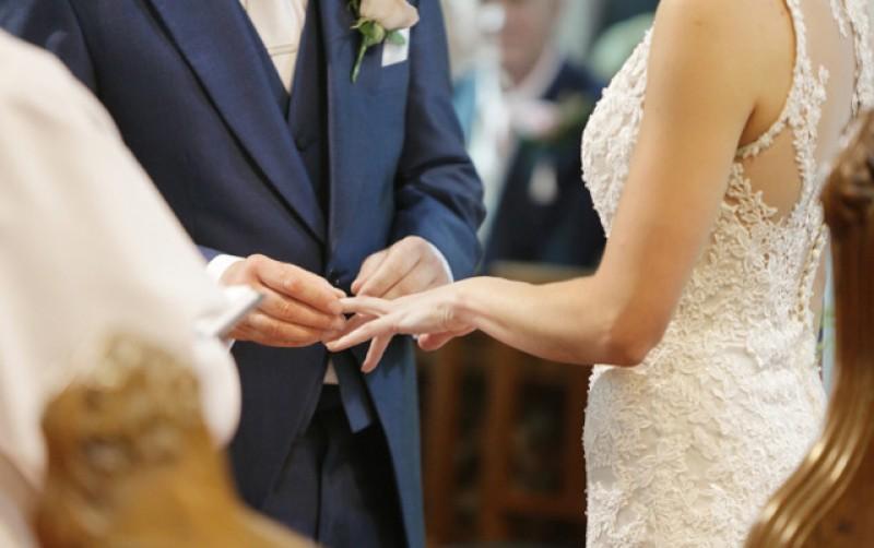 Nunţi, botezuri şi înmormântări în starea de alertă: Pot participa maximum 8 persoane