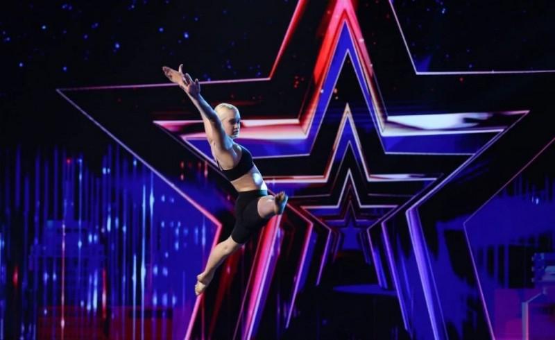 """O adolescentă din Dorohoi a reușit să impresioneze jurații concursului """"Românii au talent"""". (VIDEO)"""