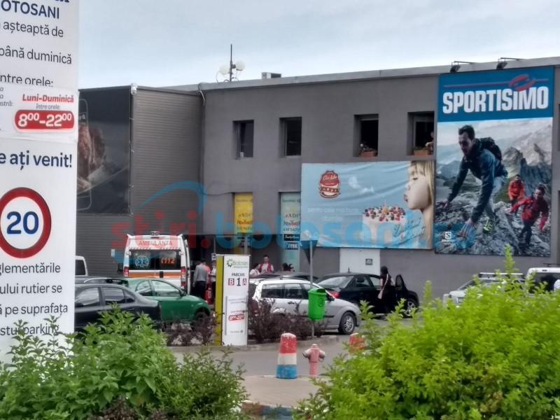 O angajată a Carrefour s-a prăbușit în timpul serviciului