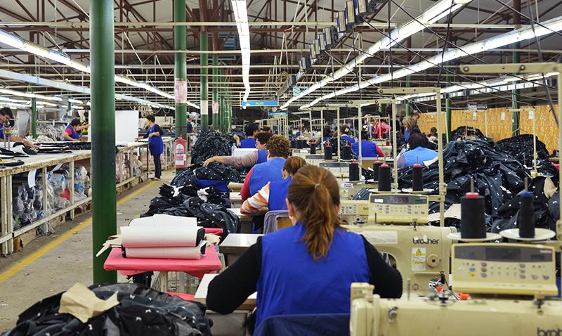 O angajată de la o firmă de confecţii a murit la muncă. A fost găsită în stop cardiorespirator