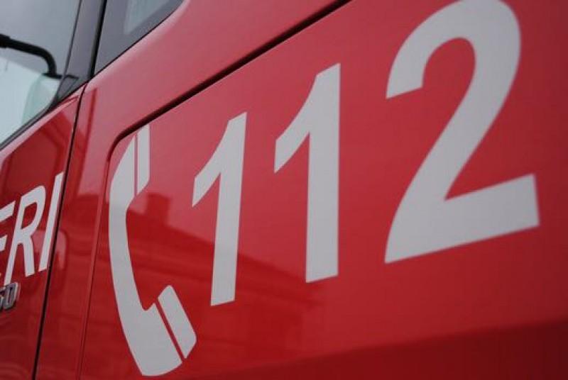 Femeie luată în comă de ambulanță de la locul de muncă