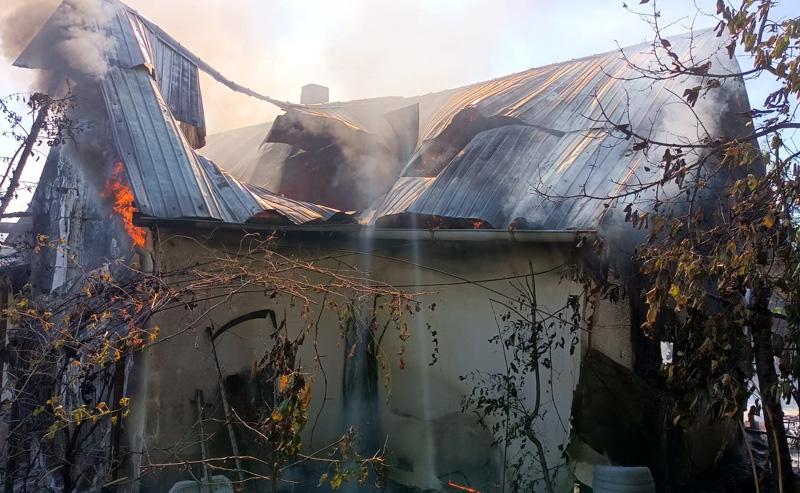 O bătrână de 101 ani a rămas fără acoperiș deasupra capului din cauza unui incendiu