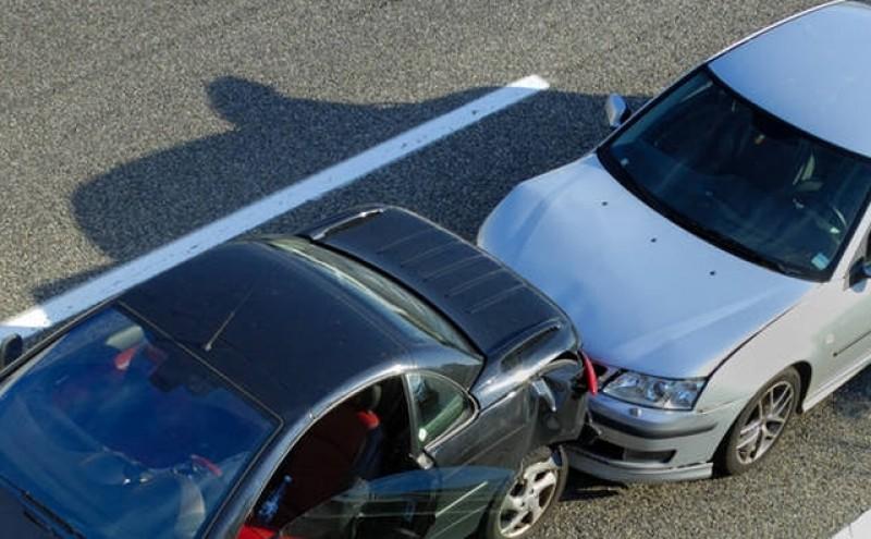 O botoşăneancă a produs un incident în trafic soldat cu rănirea a trei persoane