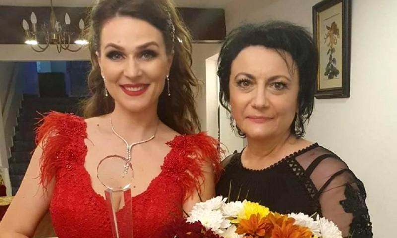 """O botoșăneancă câștigă Marele Premiu al Festivalului Naţional de Interpretare şi Creaţie a Romanţei """"Crizantema de aur"""" 2020"""
