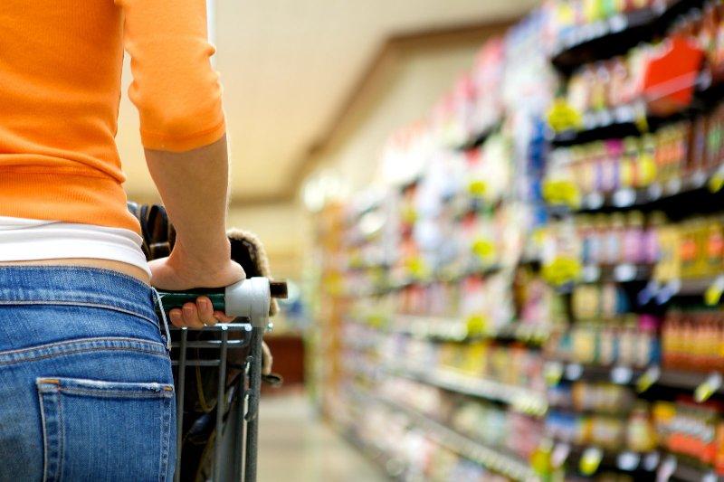 O botoșăneancă de 18 ani a ajuns în spatele gratiilor: A furat dintr-un supermarket din Iași!