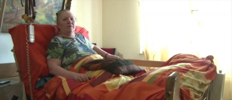 """O botoșăneancă imobilizată la pat are nevoie de ajutor. """"Simt nevoia de lumină, de aer, de o adiere de vânt sau de o picătură de ploaie"""""""