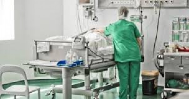 O botoșăneancă operată pe creier a murit după ce i-a căzut un stativ în cap!