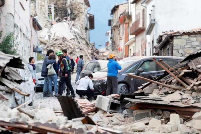 O botoşăneancă şi copilul ei, salvaţi de sub dărâmături, în urma cutremurului din Italia!