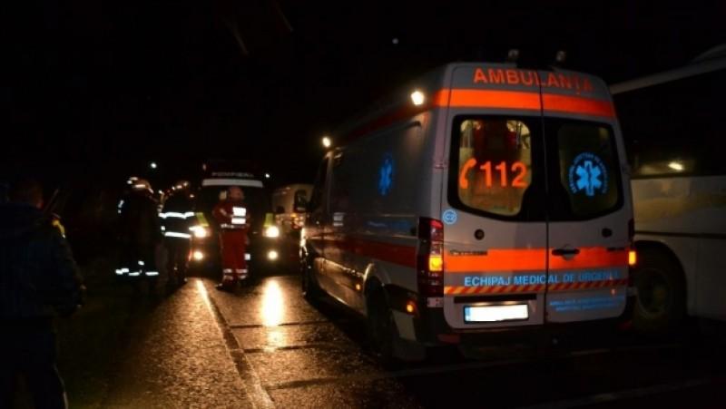 ASEARĂ: O familie s-a răsturnat cu mașina, în apropiere de Dorohoi: părinții șoferului, în stare gravă