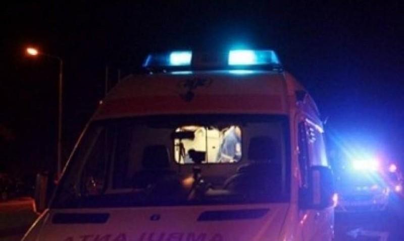 O femeie a fost internată în cătușe la Psihiatrie după ce și-a atacat familia și personalul de la Ambulanță