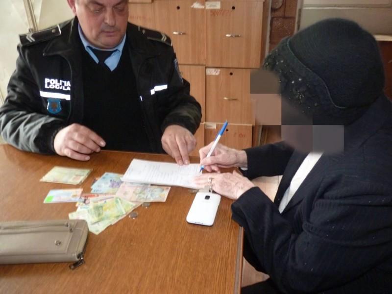 O femeie de 83 de ani a pierdut portofelul cu acte și bani. Nu a durat mult și a fost chemată la Poliția Locală! FOTO