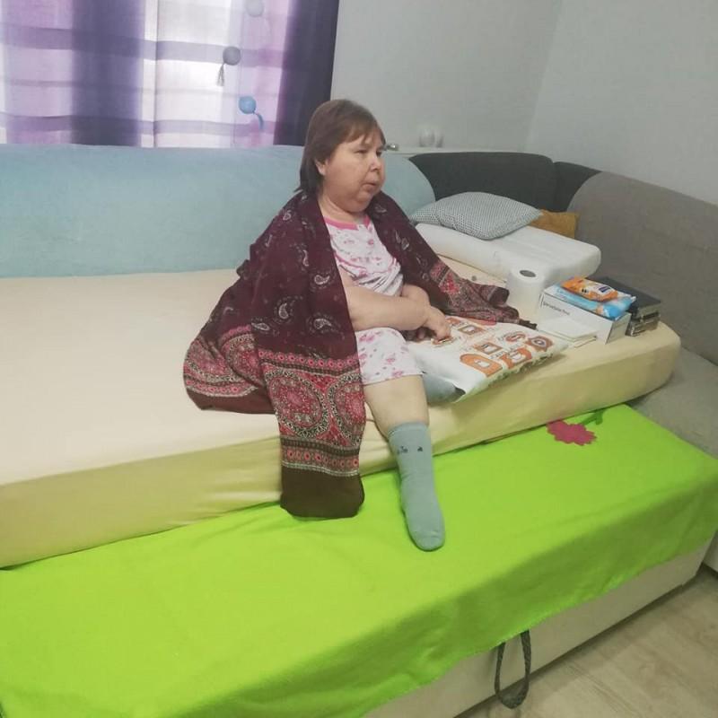 O femeie din Botoșani cu un handicap grav își caută loc într-un azil de stat