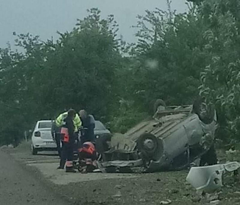 O femeie rănită și mașina făcută praf, în urma unui accident rutier!