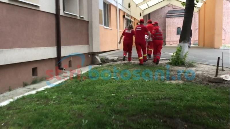 O femeie s-a aruncat pe geamul unei secții a Spitalului Mavromati!