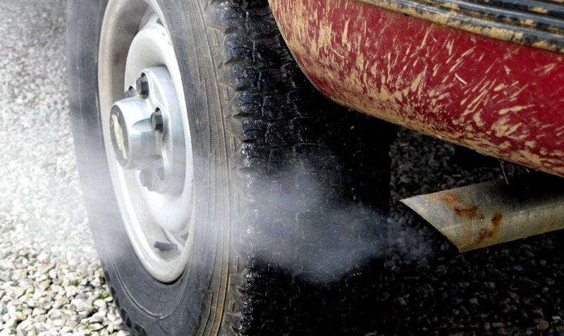 O luăm de la capăt: Ministrul Mediului vrea dezbatere publică despre taxa de poluare pentru automobile