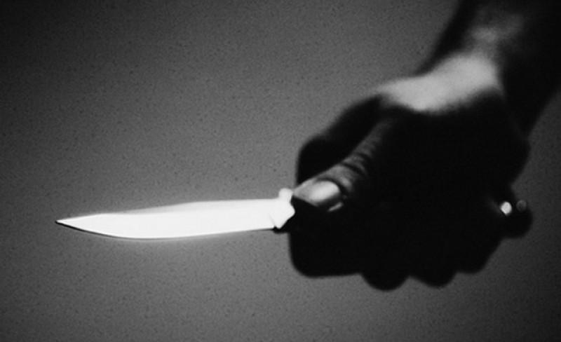 O lume nebună! Nici măcar gunoiul menajer nu îl mai poți duce în siguranță! O femeie a fost amenințată cu un cuțit!