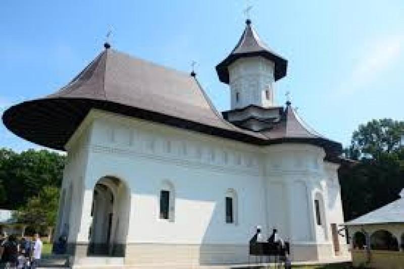 O mănăstire din județ își repictează biserica