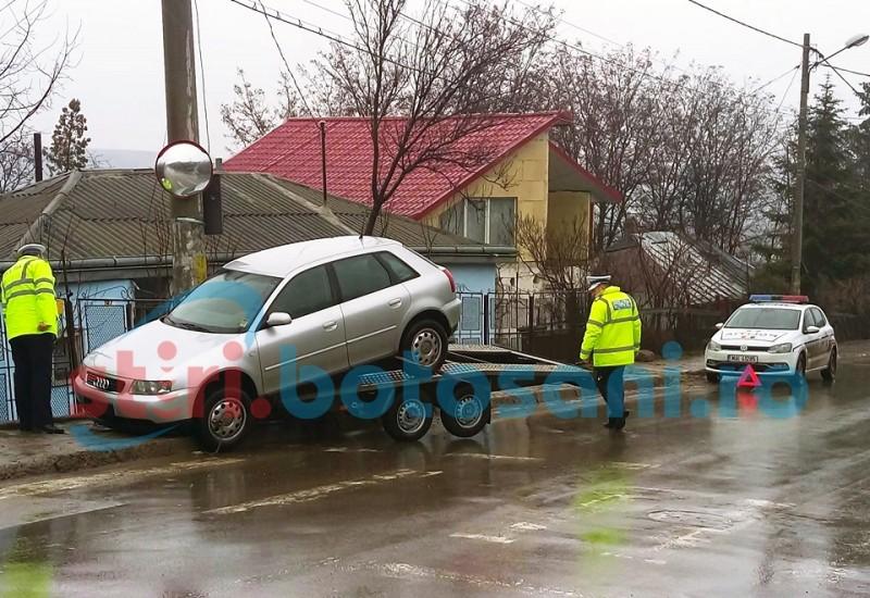 O mașină a sărit de pe o platformă, la intrare în municipiul Botoșani! FOTO