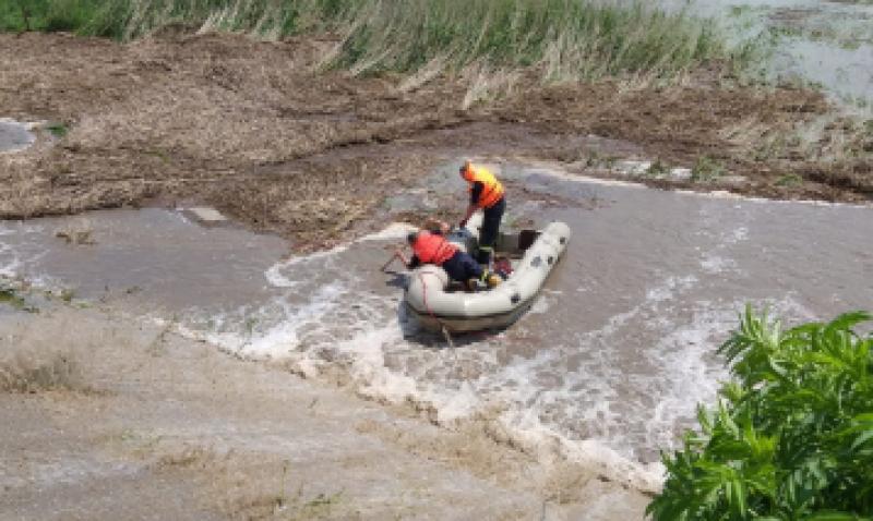 O nouă alarmă. Pompierii au fost solicitați să caute trupul unui bărbat în apele unui iaz din Ripiceni