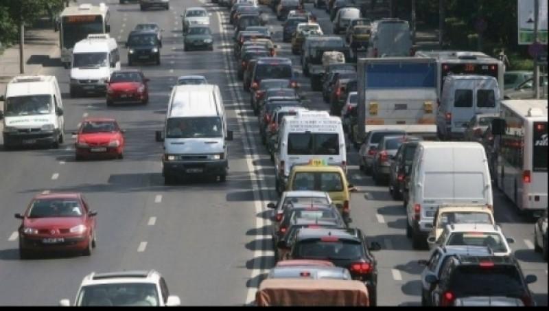 O nouă regulă de circulaţie ar putea fi introdusă pentru participanţii la traficul rutier